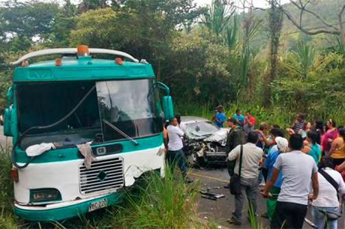 Seis lesionados dejó accidente entre un automóvil y un bus en La Vorágine