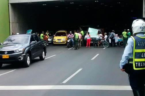 Usuarios bloquearon túnel de la Avenida Colombia en protesta por mal servicio de salud