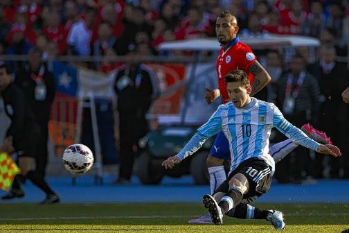 En imágenes: así fue el primer tiempo de la final entre Chile y Argentina