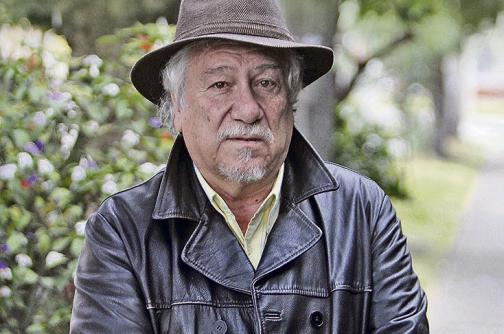 """""""La función del verdadero escritor, poeta o no, es primordialmente revivir el lenguaje"""": Juan Manuel Roca"""