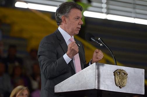 Presidente Santos lamentó tragedia aérea en que murieron 16 policías