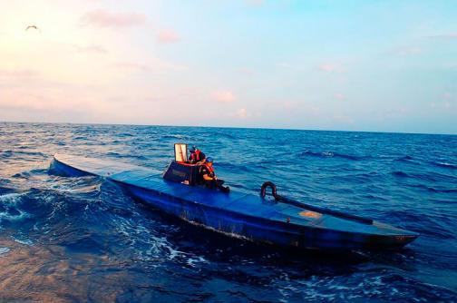 Decomisan semisumergible con más de dos toneladas de cocaína en el Pacífico