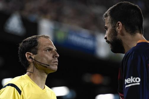 Gerard Piqué, sancionado con cuatro partidos por insultar al árbitro
