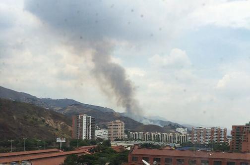 Bomberos atienden incendios forestales en Cali y Yumbo
