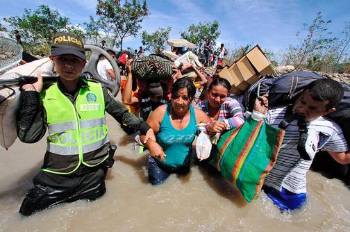 Gobierno adopta medidas laborales para atender deportados de Venezuela