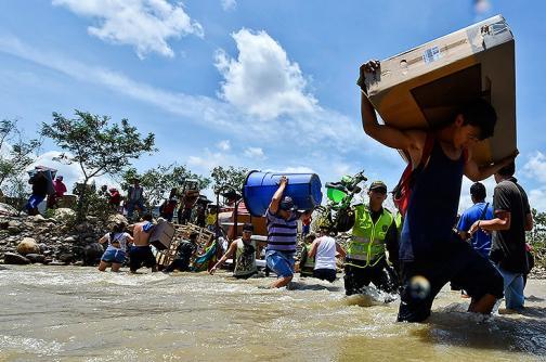 En imágenes: los rostros de la crisis humanitaria por el cierre de la frontera