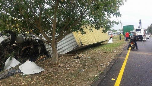 Un herido deja accidente de un camión de Coordinadora en el Valle