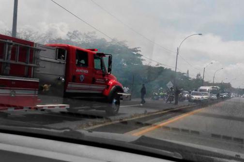 Incendio forestal causó congestión en la vía Cali - Jamundí