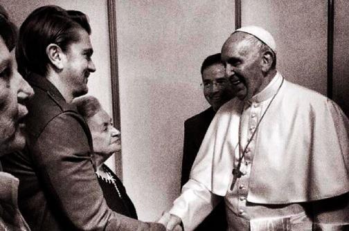 Así fue la emotiva presentación de Juanes ante el papa Francisco