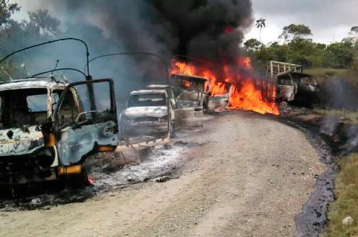 Cinco vehículos fueron incinerados en la vía Medellín - Quibdó