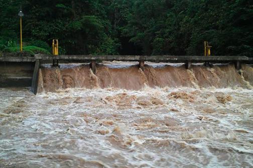 Suspenden servicio de agua en Buenaventura por turbiedad del río Escalerete