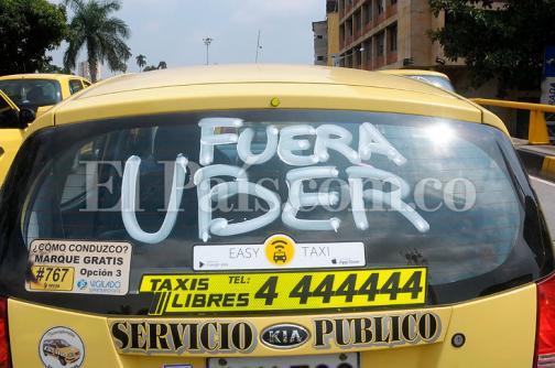 Taxistas anuncian creación de 'bloques de búsqueda' contra Uber en Bogotá