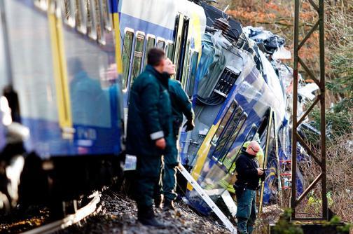 Las impactantes imágenes del choque entre dos trenes en el sur de Alemania