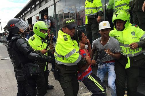Fotos: bloqueos y vandalismo en diferentes estaciones de Transmilenio en Bogotá