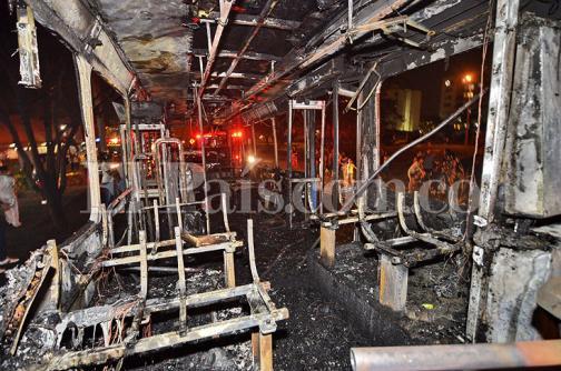 En fotos: así quedó el bus del MÍO que se incendió en el barrio El Caney