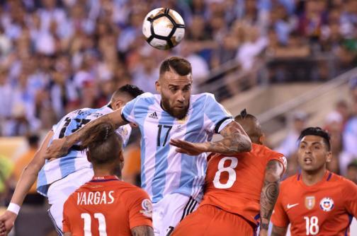 En fotos: la tristeza de Messi, las imprecisiones del ábitro y el título de Chile en la Copa América