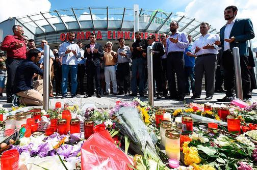 Fotos: cientos de personas rindieron homenaje a víctimas del tiroteo en Múnich