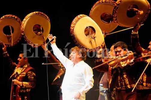En imágenes: así fue el último concierto de Juan Gabriel en Cali