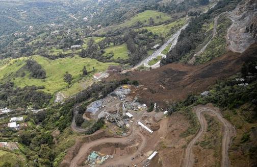 20 impresionantes imágenes del derrumbe que taponó la vía Medellín-Bogotá