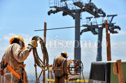 Imágenes: la instalación de las pilonas que van a sostener las cabinas del MÍO Cable