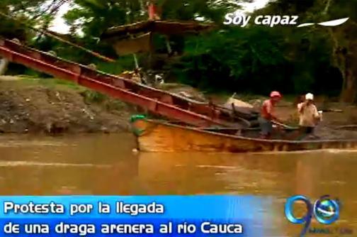 Protestan areneros por llegada de draga al río Cauca