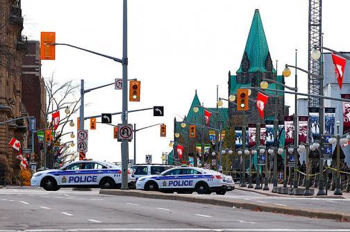 Video: autoridades canadienses buscan a hombres armados tras tiroteo