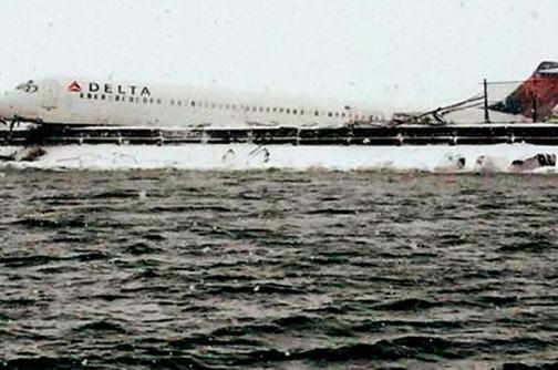 Video: avión de Delta Airlines se salió de pista de aterrizaje en Nueva York