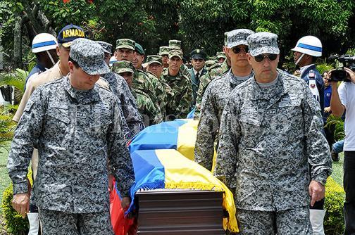 En video: Militares rinden homenaje a sus compañeros muertos en emboscada de las Farc