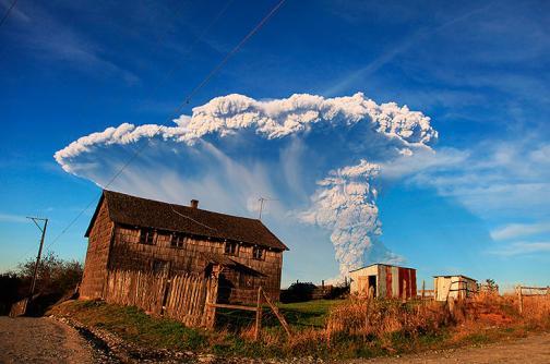 Video: miles evacuados por la erupción del volcán Calbuco en Chile