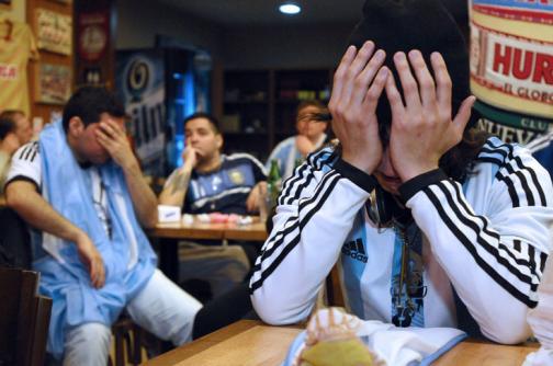 Video: Lloran los hinchas argentinos, tras derrota de su selección