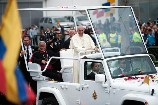 Video: el Papa recorrió las calles de Ecuador abordo del Papamóvil
