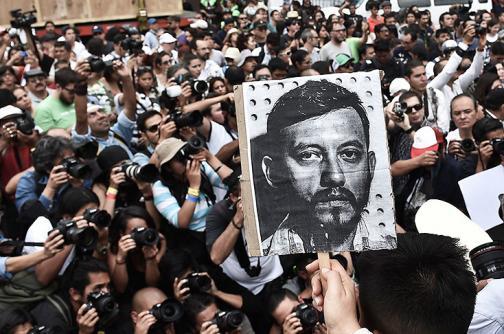En video: sepelio del periodista asesinado junto a cuatro mujeres en México