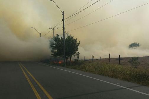 En video: la espesa cortina de humo que nubló la vía Cali-Yumbo