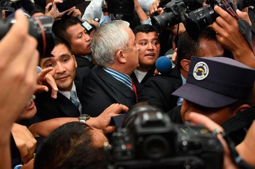 Video: presidente de Guatemala, Otto Pérez, renuncia en pleno escándalo de corrupción