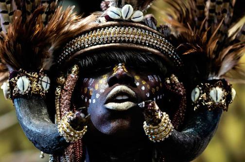En video: la magia del carnaval de Río de Janeiro comienza tras bambalinas