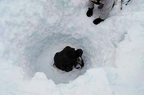 En video: así fue el rescate de un soldado que sobrevivió seis días bajo la nieve