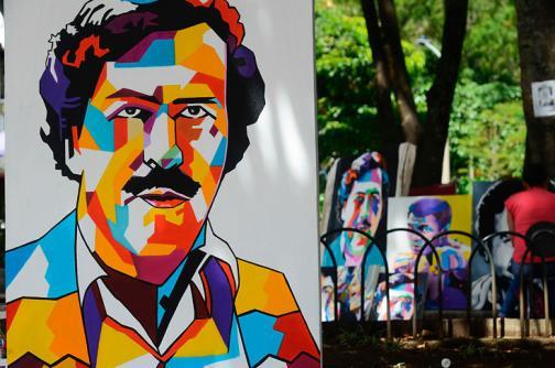 En video: Pablo Escobar, protagonista principal de óleos artísticos en parque de Medellín