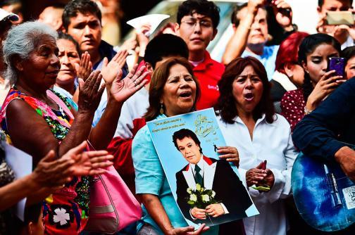En video: México llora y rinde homenaje a Juan Gabriel, 'El Divo de Juárez'
