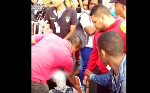 En video: pelea entre ambulancias por una paciente menor de edad