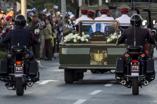 En video: el último adiós de los cubanos a Fidel antes de ser enterrado