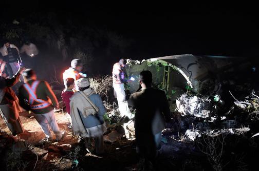 En video: las imágenes del trágico accidente aéreo en Pakistán