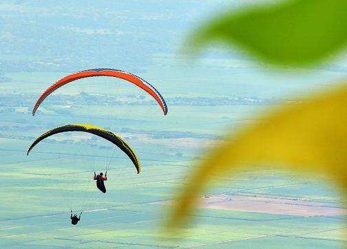 Video: Así se pinta de colores el cielo de Roldanillo por la Nacional de Parapente