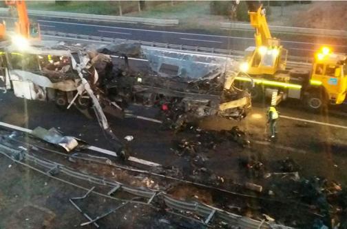 En video: Al menos 16 muertos en el incendio de un autobús en Italia