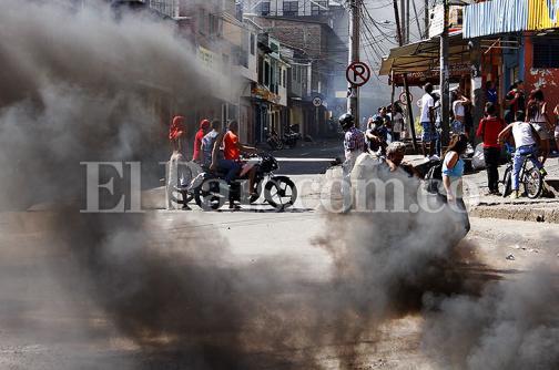En fotos: los fuertes disturbios en los que terminaron operativos de policía en Siloé