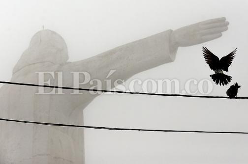 En fotos: caleños, a sacar sus sombrillas ante regreso de las lluvias
