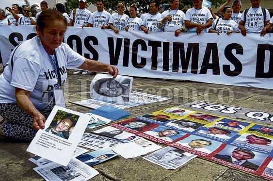 1743 entrega de restos a familias que han sufrido desaparición u homicidio  ha acompañado el equipo psicosocial se han realizado. Foto: Elpais.com.co | Archivo<br><br>5000<br>
