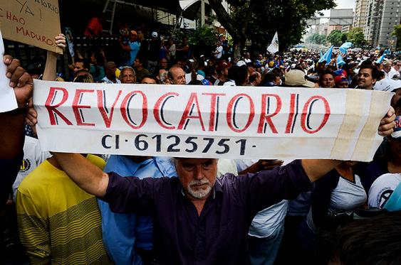 Entre el 26 y el 28 de octubre la oposición deberá recoger las firmas requeridas por el CNe para activar el proceso revocatorio contra Nicolás Maduro. Foto: Archivo AFP