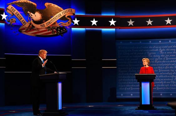 Trump y Clinton ya se enfrentan cara a cara en primer debate presidencial
