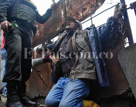 En fotos: familias del Jarillón del Río Cauca se 'aferran' a sus casas para no dejarlas