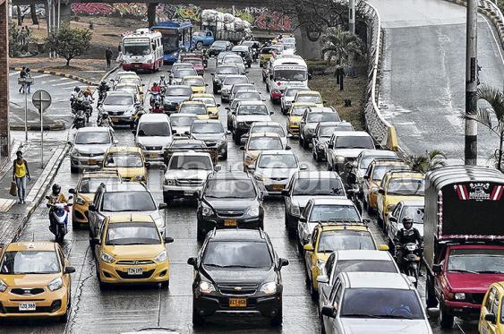 Actualmente con la restricción de pico y placa cada día dejan de circular cerca en Cali 76.170 automotores. En la ciudad hay matriculados 658.165 vehículos. Foto: Elpais.com.co | Archivo<br>